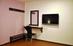 Standard-Dressing-TV-Hanger.jpg